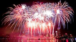 byun_fireworks4th04_met