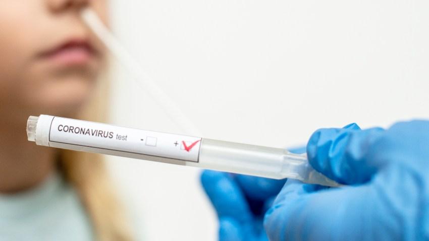 """""""Nuestra gente está muriendo"""": Inmigrantes sumamente afectados por coronavirus"""