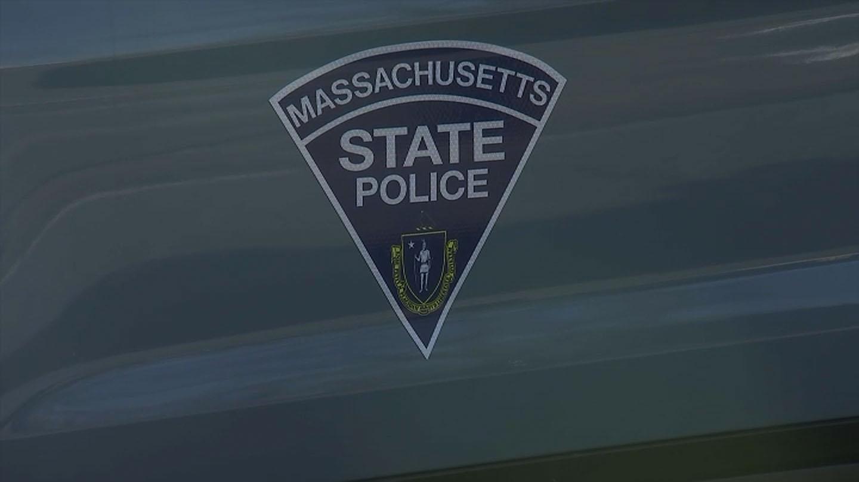 Metal cae de camión, lesionando a 2 personas en otro auto en la I-495 en Middleboro