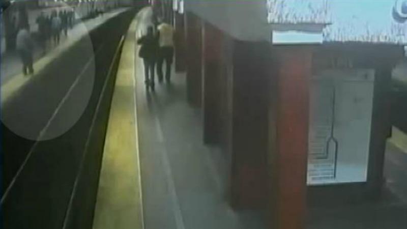 TLMD-Boston-ciego-cae-a-via-de-tren-MBTA
