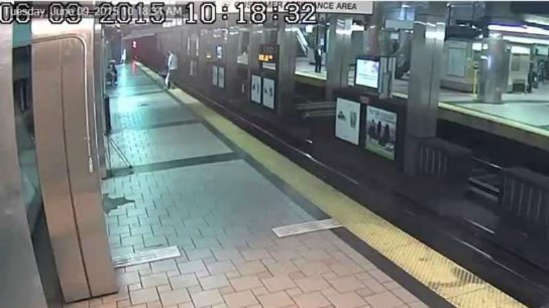 TLMD-Boston-mbta-cae-rieles-north-station-lina-naranja