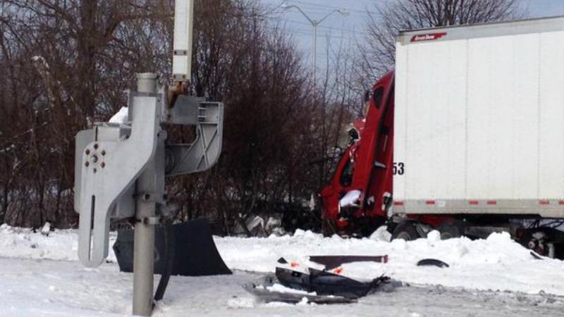 TLMD-Braintree-commuter-rail-camion-choque