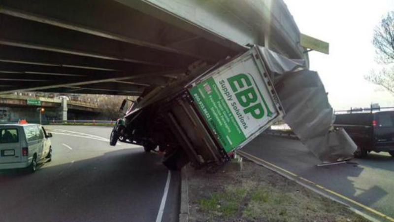 TLMD-Cambdrige-camion-choca-con-puente-