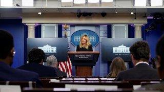 La secretaria de prensa de la Casa Blanca, Kayleigh McEnany, participa en una conferencia de prensa en la Casa Blanca en Washington, DC, EE. UU., 01 de mayo de 2020.