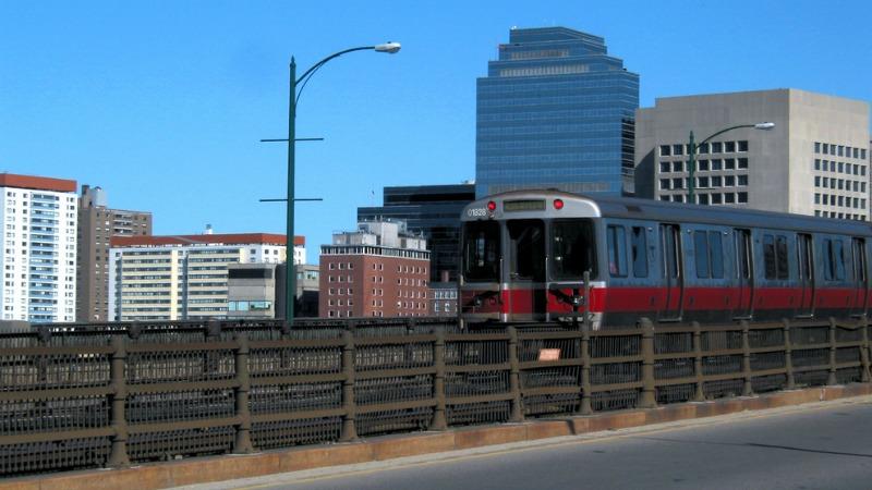 TLMD-MBTA-Boston-tren-linea-roja-shutterstock_228008