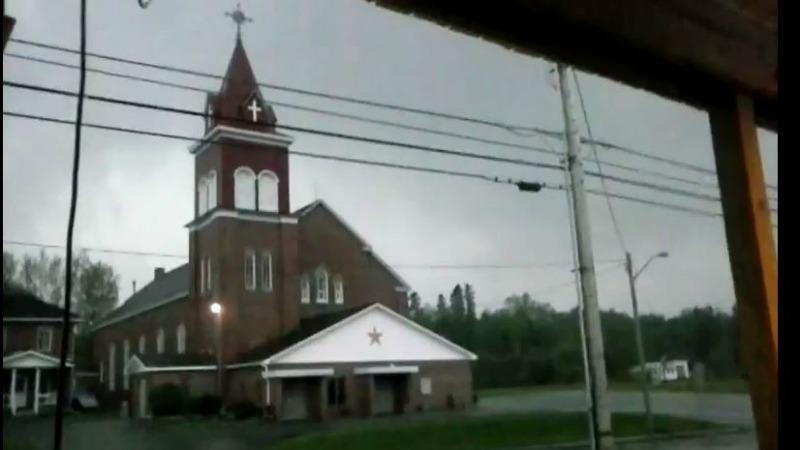 TLMD-Maine-grand-isle-rayo-sobre-iglesia