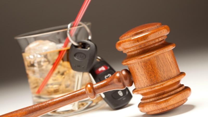 TLMD-conducir-ebrio-beber-manejar-borracho-shutterstock_45805510