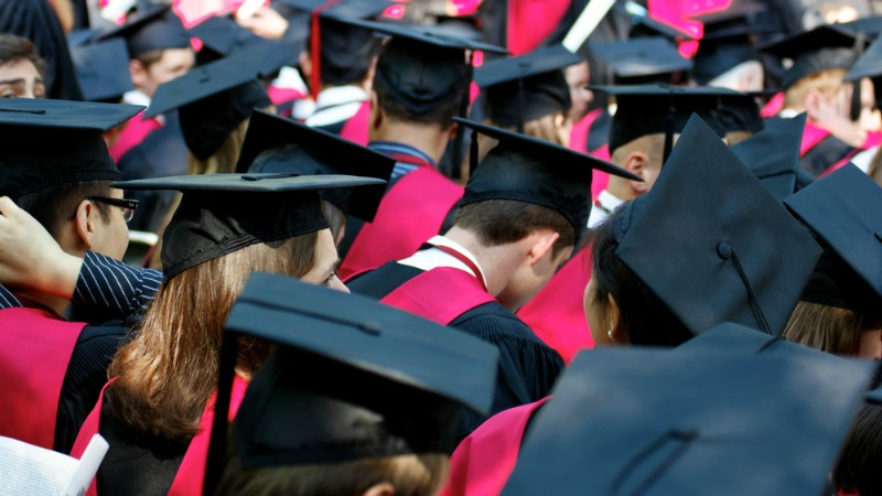 TLMD-estudiantes-graduados-graduacion-shutterstock_99873665