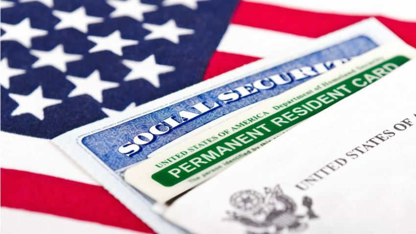 TLMD-greencard-green-card-tarjeta-de-residente-permanente-shutterstock_146169356