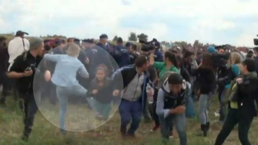 TLMD-hungria-reportera-pateando-refugiados-2