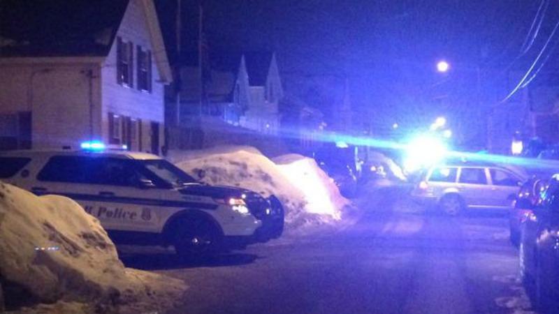 TLMD-lowell-investigan-disparos-contra-casa-y-auto-24-feb-2015-brickett-avenue-smith-street