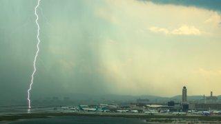 logan-boston-thunderstorm-lightning