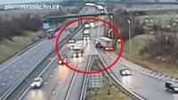 En video: camionero hace aterradora maniobra en autopista