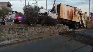 Camión de basura en el que se fugaron reos