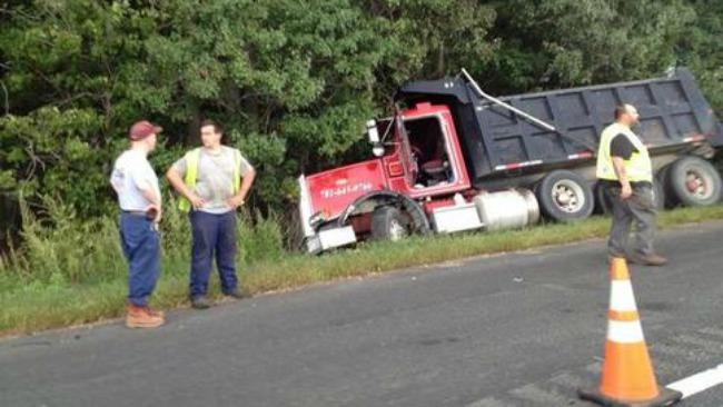 tlmd_waltham_dump_truck_choque_josh_brogadir_2