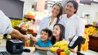 Cómo invertir en la salud financiera de tus hijos y prepararlos para el futuro