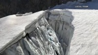 ¿Catástrofe inminente? Desalojan a 75 personas ante el temor de que enorme glaciar caiga sobre la población