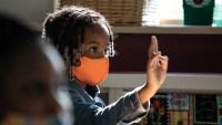 COVID-19 en EEUU: aumentan los casos en menores con la vuelta de clases presenciales