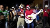 """El carnaval de Los Agüizotes, cuando """"fantasmas"""" y """"espantos"""" corren libres por las calles"""
