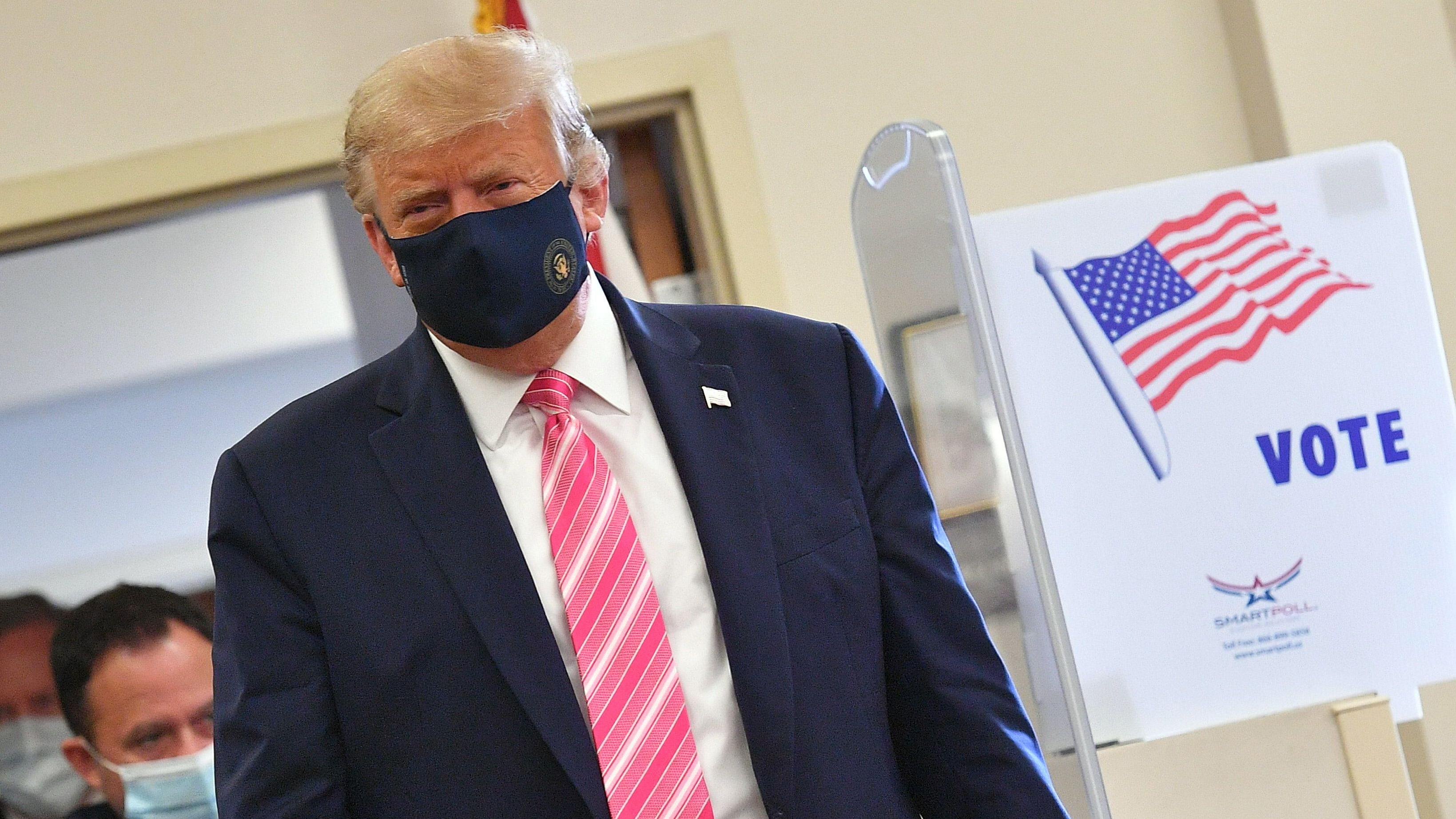 """""""Voté por un tipo llamado Trump"""": el presidente emite voto anticipado en Florida"""