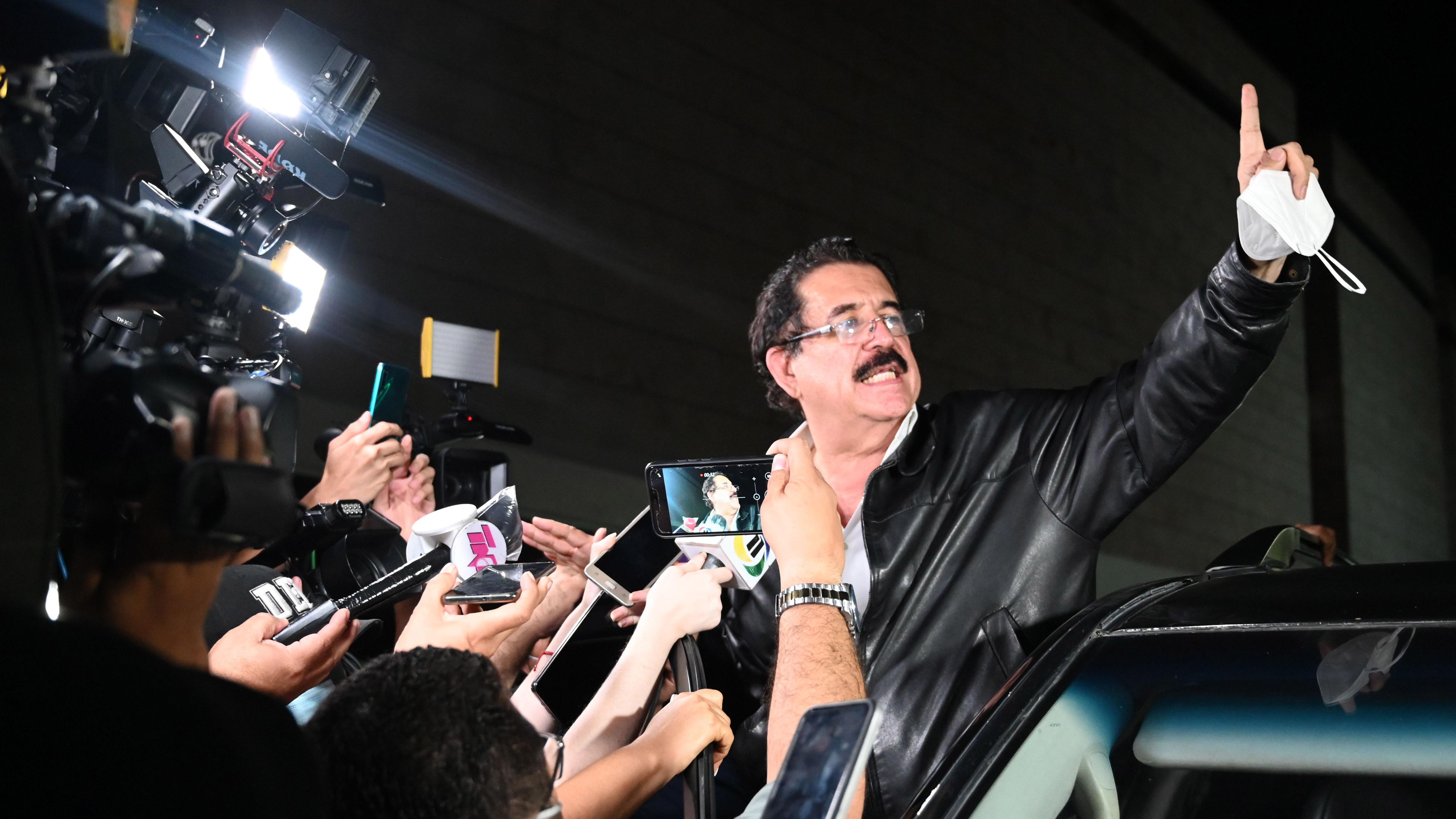 Maleta con miles de dólares: retienen a expresidente de Honduras por varias horas en aeropuerto