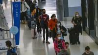EEUU supera 12.6 millones de casos de COVID-19 mientras muchos viajan por Acción de Gracias
