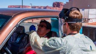 Arizona reporta 12,134 nuevos casos; el numero de muertos aumenta a 6,973