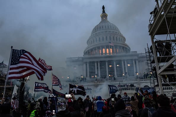 "Asalto al Capitolio: seguidores de Trump ""planeaban matar funcionarios"", según fiscales federales"