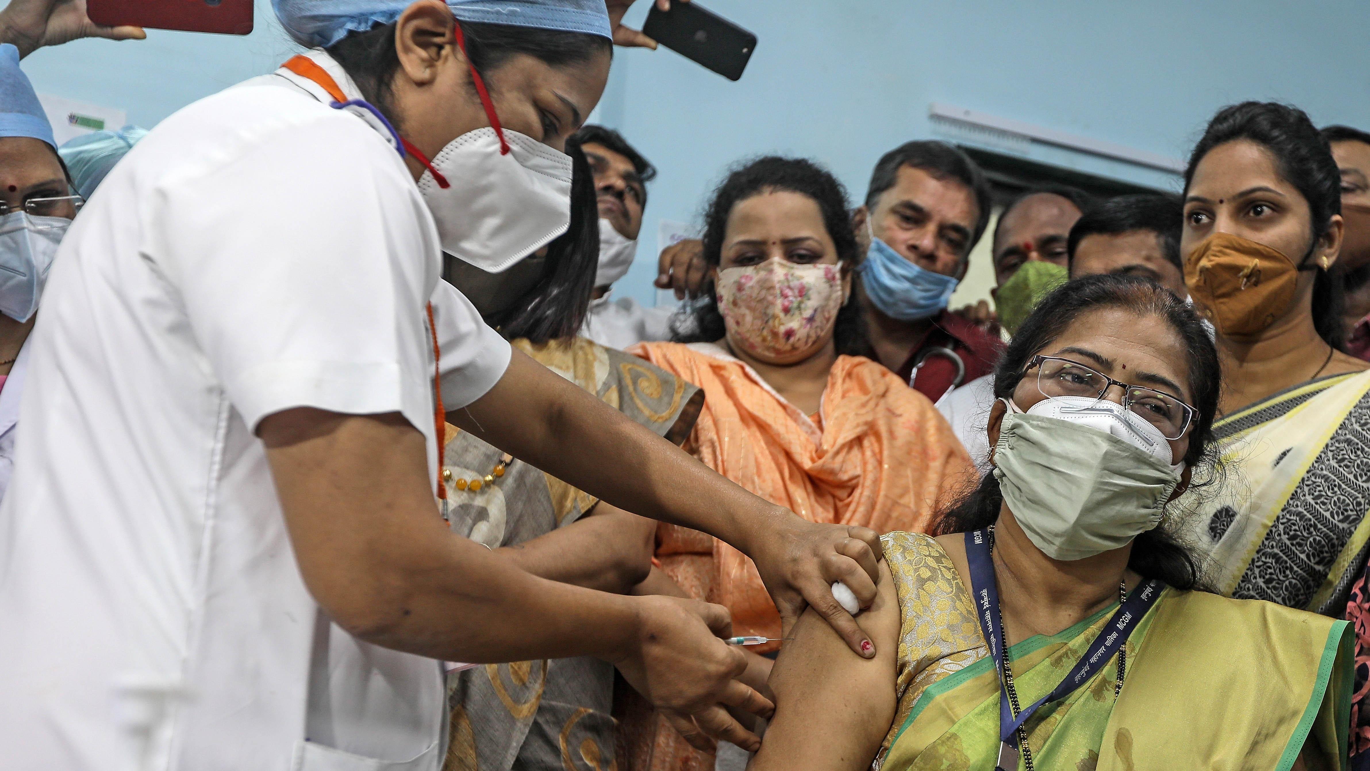 300 mil personas en un día: India emprende vacunación masiva contra el COVID-19