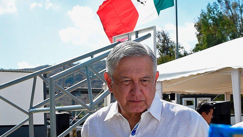 El presidente de México captado durante un recorrido por Michoacán