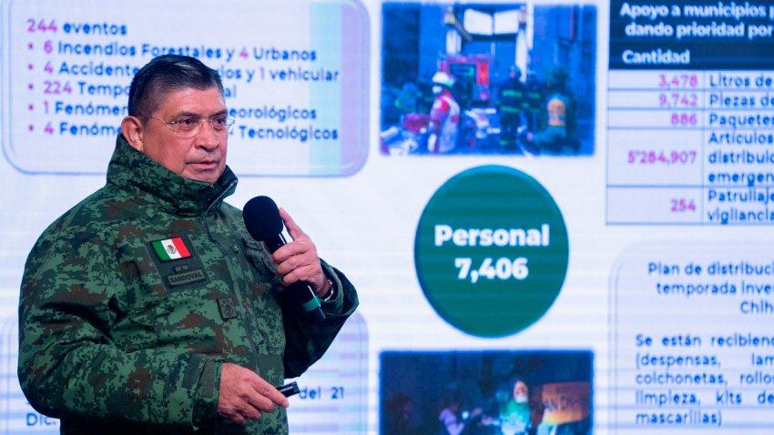 Secretario de la Defensa Nacional explica unas gráficas