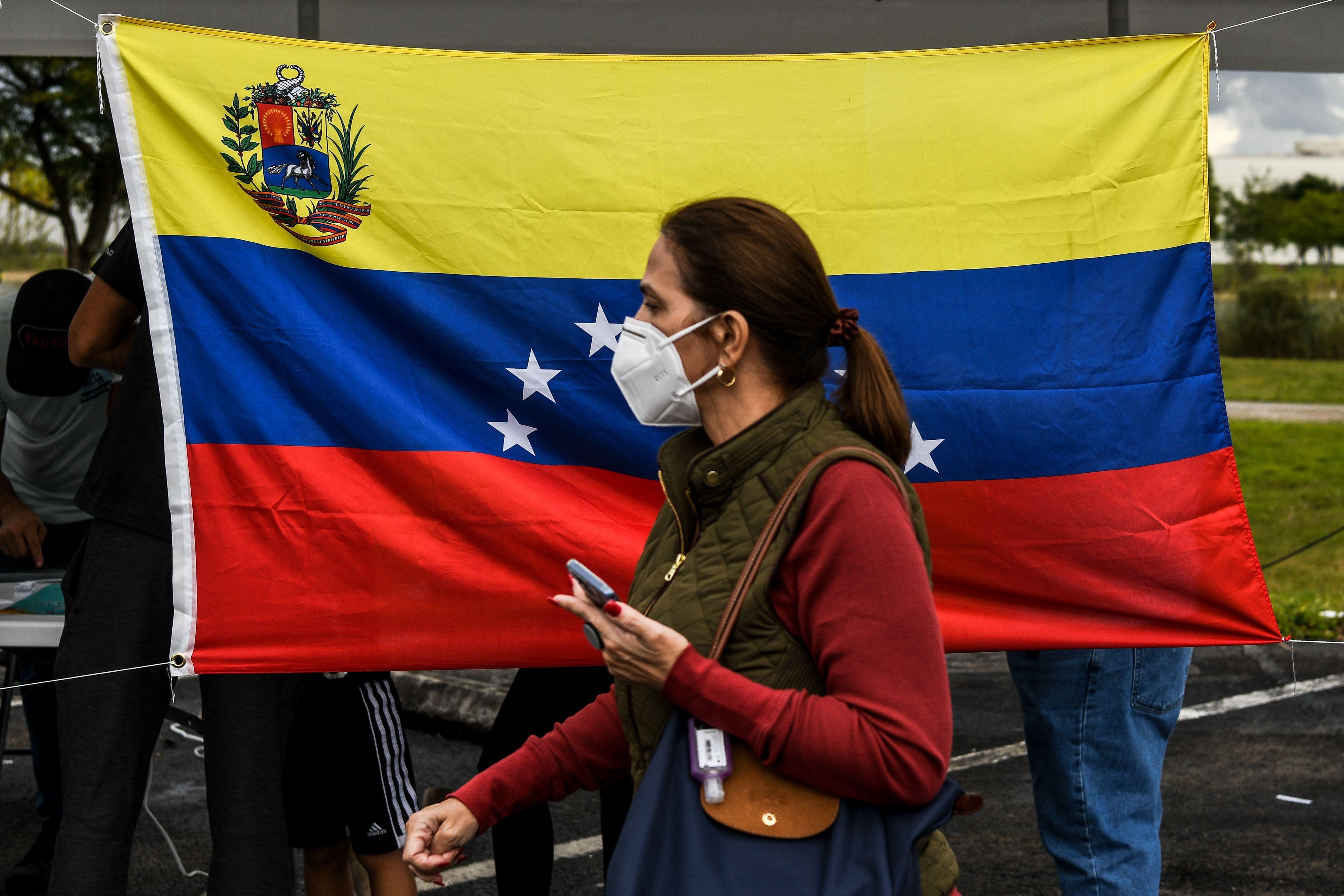 Gobierno de Biden anuncia TPS que beneficiaría a 320,000 venezolanos