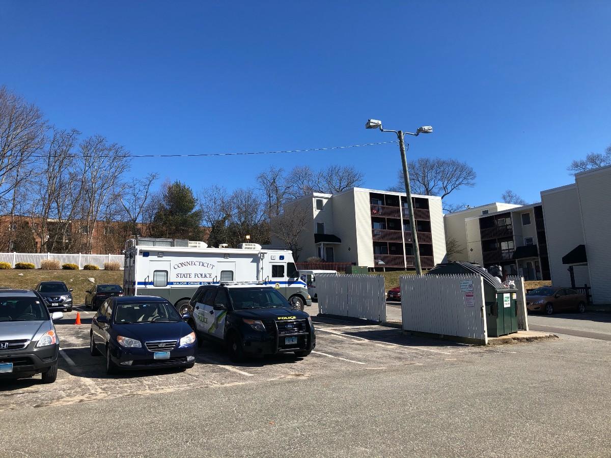 Arrestan a mujer en conexión a la muerte de su bebé de 4 años en Connecticut