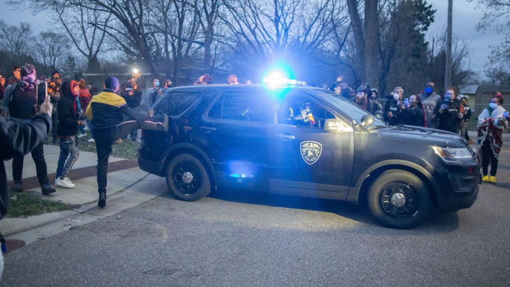 Acusarán de homicidio en segundo grado a policía que disparó contra Daunte Wright