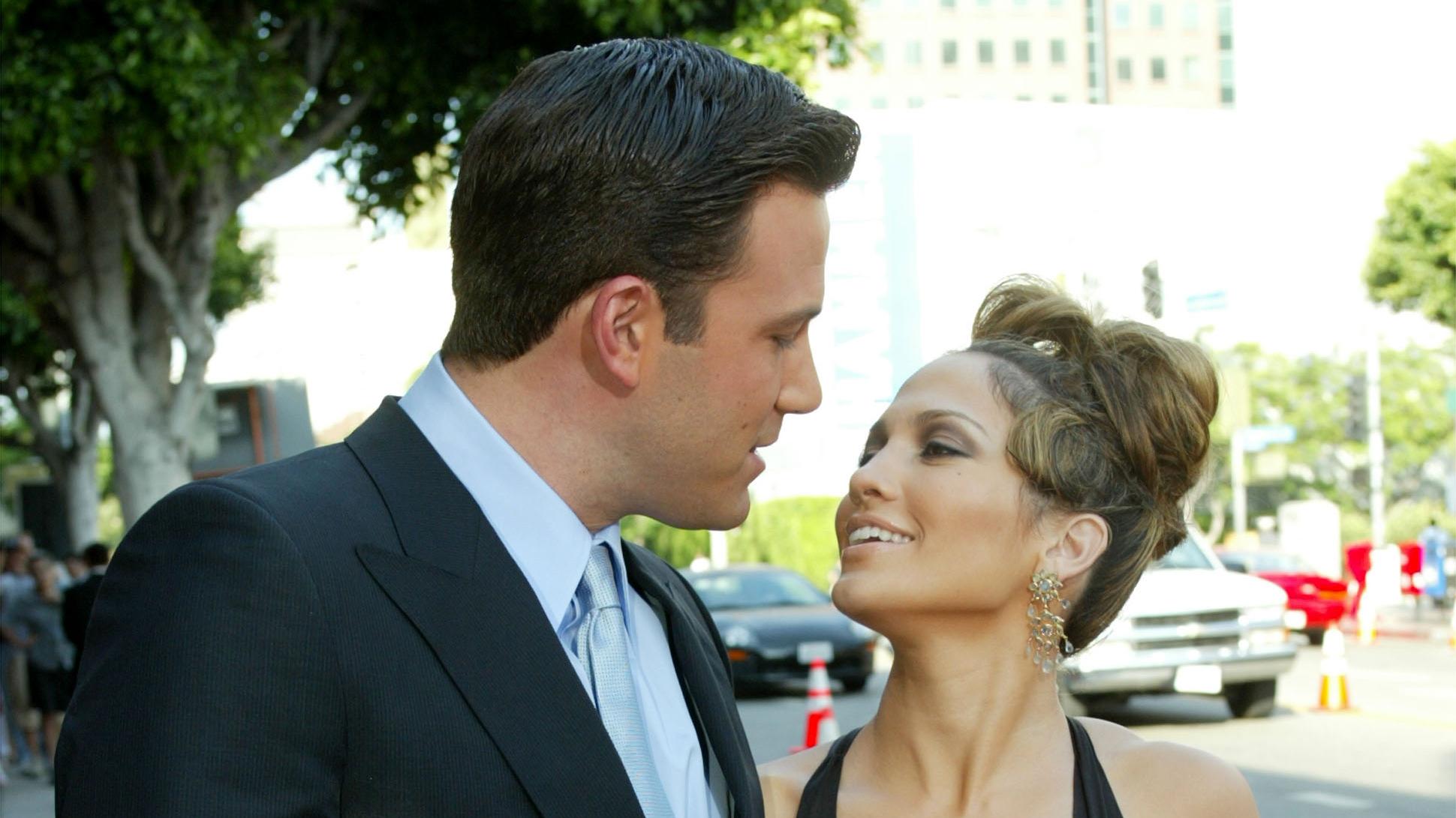 En su 52 cumpleaños, Jennifer López oficializa relación con Ben Affleck con un apasionado beso
