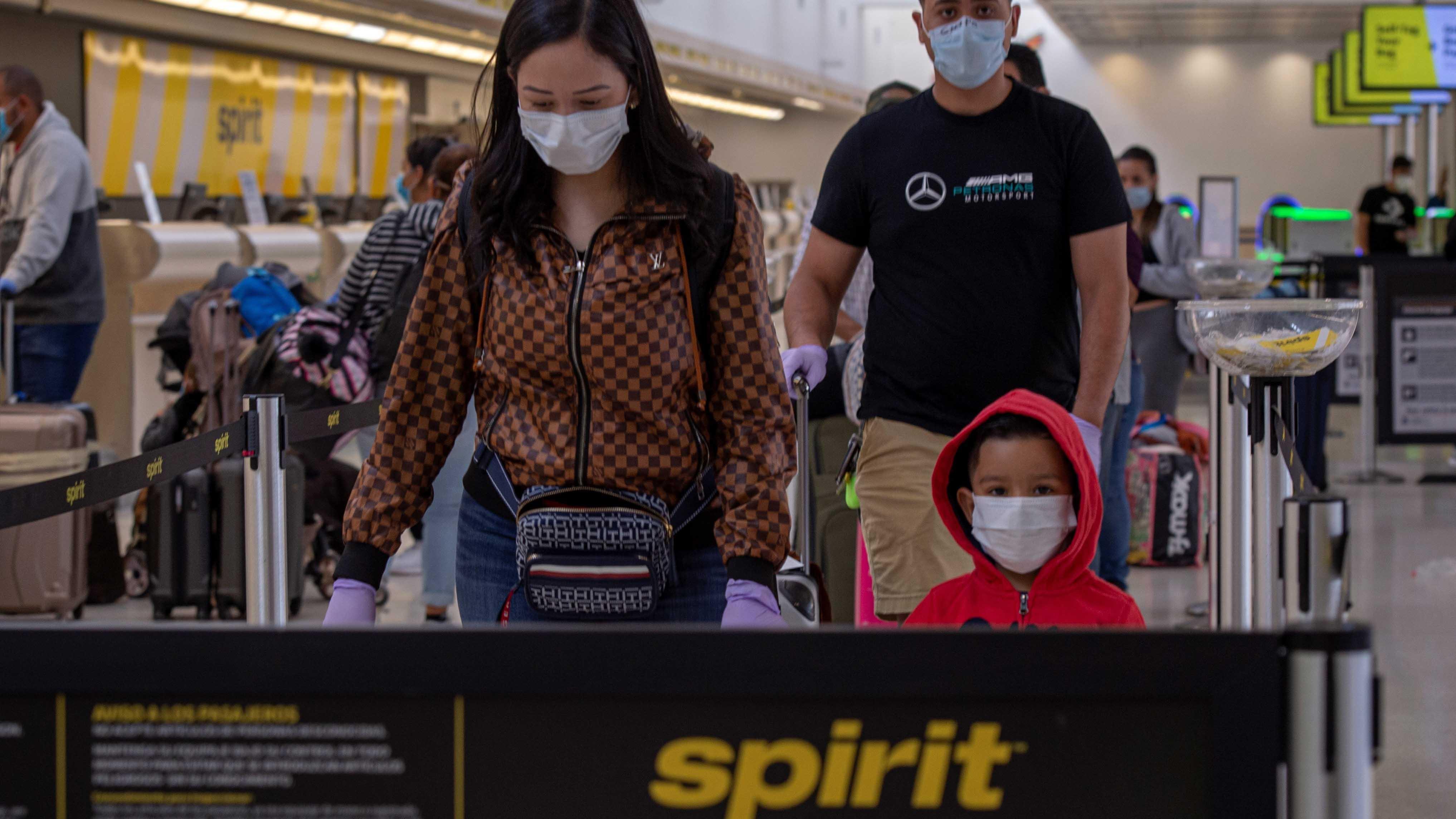 "Por cuarto día, Spirit cancela cientos de vuelos debido a ""problemas operativos"""