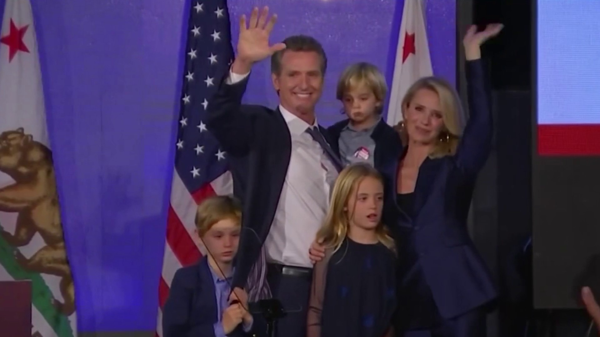 Dos de los hijos del gobernador de California dan positivo al COVID-19