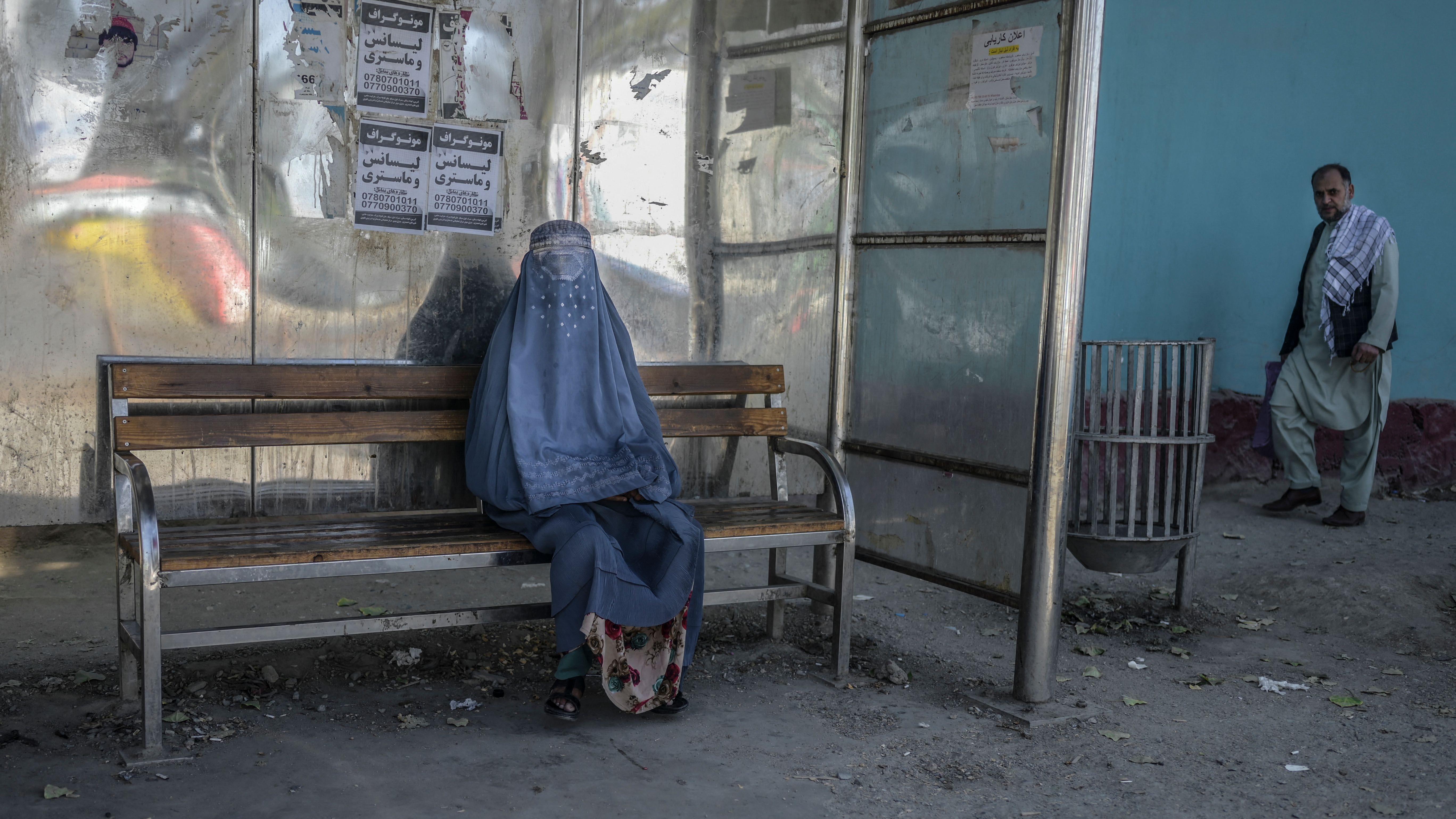 Nuevo cambio de los talibanes: del ministerio de la mujer al de la propagación de la virtud