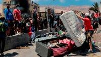 Le queman las pertenencias a migrantes, en su mayoría venezolanos, en protesta en  Chile