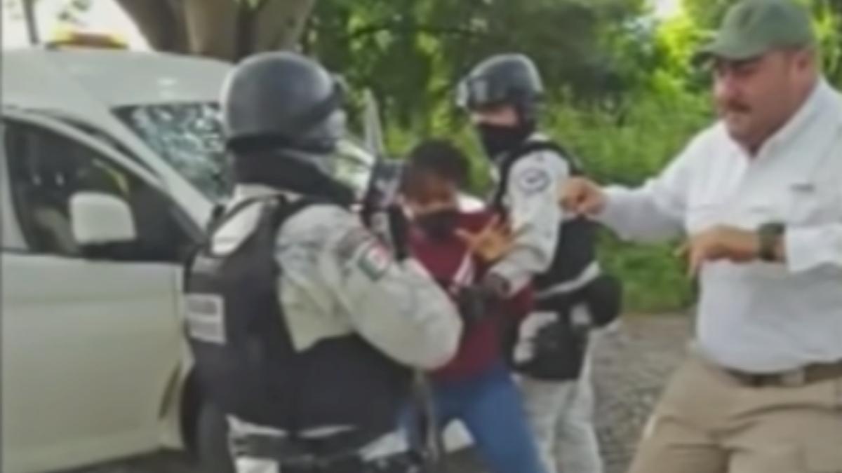 Migrante haitiano denuncia que por golpes de agentes de México su esposa habría abortado