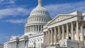 Demócratas protestan contra reforma tributaria