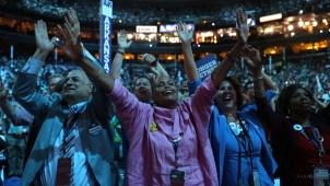 Convención demócrata avanza entre polémicas