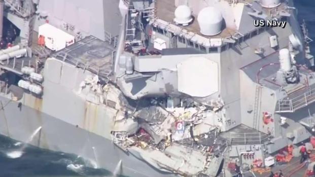 Diez marinos de EEUU desaparecidos tras choque de barcos