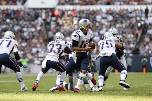 Brady y los Patriots aplastan a Raiders en el Azteca