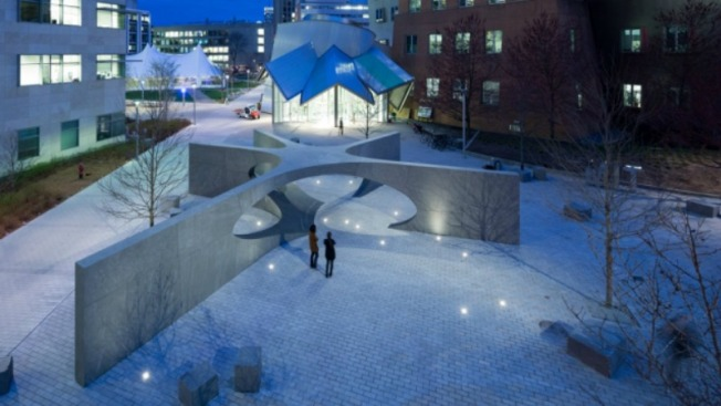 MIT devela monumento en tributo a Sean Collier