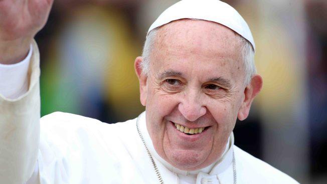 El curioso aviso en la puerta del Papa: ¿qué