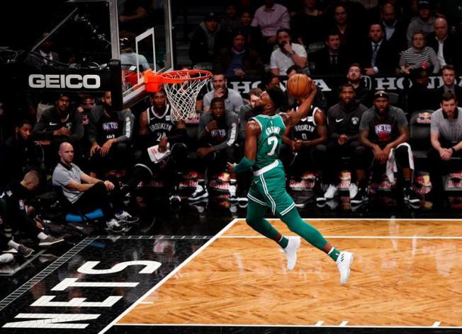 Enmascarado, Irving da a Celtics su 13er triunfo
