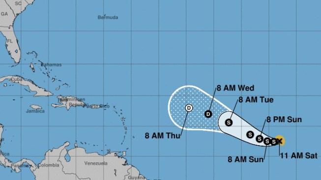 María se convierte en huracán y sigue trayecto de Irma