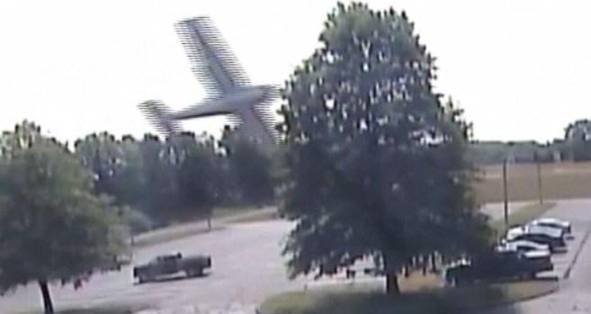 Piloto de avioneta sobrevive a accidente tras chocar con un árbol