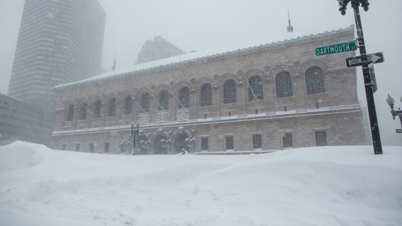 Más nieve pone a Boston a las puertas de récord